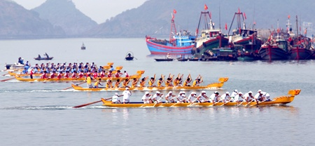 Photo by http://www.vir.com.vn/news/en/travel/hai-duong-to-host-national-boat-racing-tournament.html