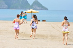Photo by http://vietnamvisa-easy.com/blog/must-do-activities-in-cat-ba-island/