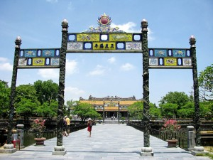 Photo by http://hueimperialcity.com/images/thai-hoa-palace/