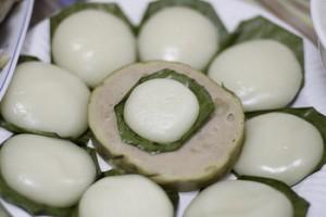 Photo by http://www.vietnamonline.com/best-of-vietnam/9-foods-that-vietnamese-eat-for-breakfast.html
