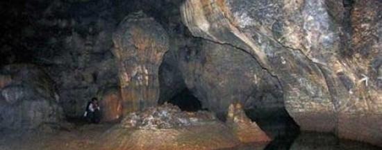 Photo by http://www.thanhhoalocalguide.com/bich-dao-grotto/