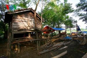 Photo by http://english.vov.vn/Photos/Kim-Bong-carpentry-village/263879.vov