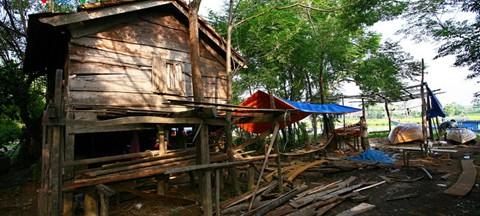 Photo by http://english.vov.vn/Photos/Kim-Bong-carpentry-village/263879.vov