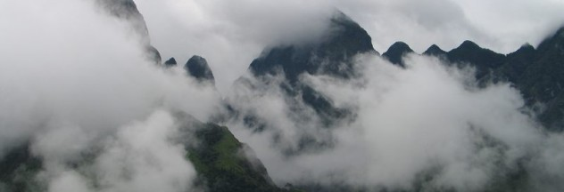 Image by http://vietnam-discovery.org/en/news/Vietnam-Discovery/Making-our-way-up-Mount-Fansipan-98/