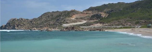 Image by http://www.alotrip.com/vietnam-news-travel-blog/binh-ba-island-precious-pearl-cam-ranh-bay