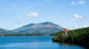 Image by: http://www.dalattrip.com/blog/the-beauty-of-tnung-lake-in-bien-ho-commune-pleiku/