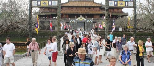 hue_tourists