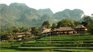 Image by: http://ahomevietnam.com/tour/Hoa-Binh-Province.htm